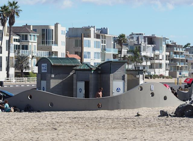 <p>The public rest room at Venice Beach in Los Angeles. (Photo: Robyn Beck/AFP/Getty Images) </p>
