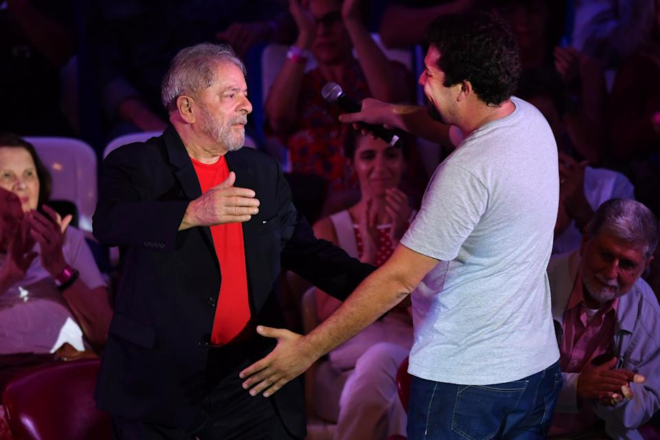 Former Brazilian president Luiz Inacio Lula da Silva (L) greets a coordinator of the Brazilian Homeless Workers Movement (MTST) Guilherme Boulos (R) during a meeting with intellectuals in Sao Paulo, Brazil on January 18, 2018. / AFP PHOTO / NELSON ALMEIDA        (Photo credit should read NELSON ALMEIDA/AFP via Getty Images)