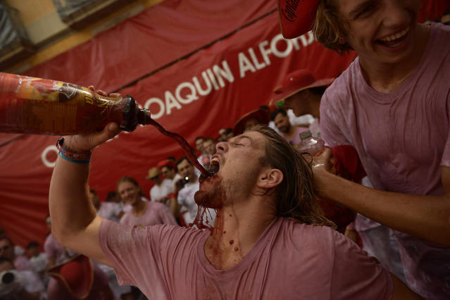 <p>Revellers party during the launch of the <em>chupinazo</em> rocket to celebrate the official opening of the 2017 San Fermín Fiesta. (Photo: Alvaro Barrientos/AP) </p>
