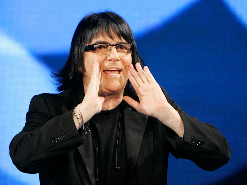 "Italian singer and composer Renato Zero gestures during the Italian State RAI TV program ""Che Tempo che Fa"", in Milan, Italy, Saturday, March 21, 2009. (AP Photo/Antonio Calanni) (Photo: ASSOCIATED PRESS)"