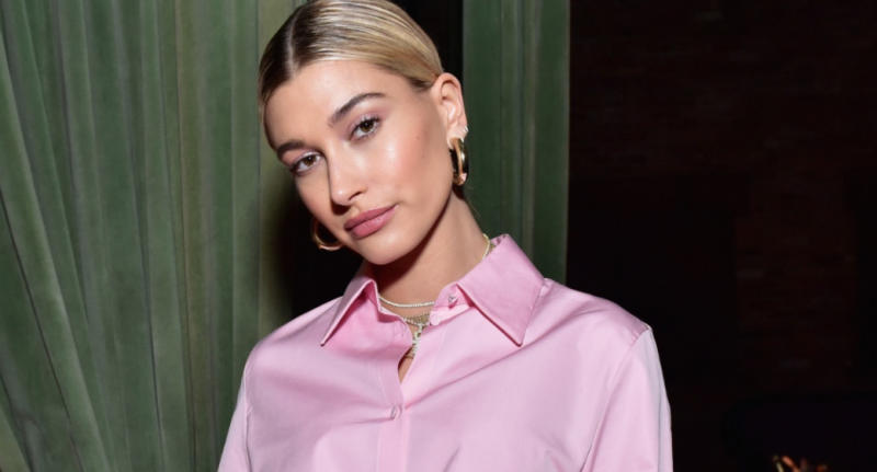 Hailey Bieber's summer look is surprisingly affordable. (Image via Getty Images).