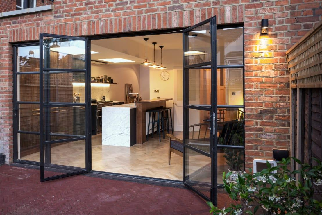 <p>Is this not one of the most incredible kitchen extensions that you've ever seen? Built using the same red bricks as the original house, it ties in seamlessly and with carefully chosen French doors, there's a sense of character to every facet that is wonderful to see. So many people would have chosen really contemporary touches but they wouldn't have worked as well.</p>  Credits: homify / Space Group Architects