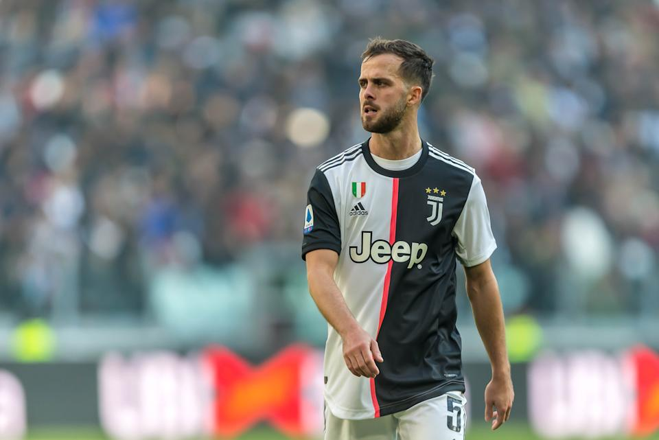 TURIN, ITALY - FEBRUARY 02: (BILD ZEITUNG OUT) Miralem Pjanic of Juventus looks on during the Serie A match between Juventus and ACF Fiorentina at Allianz Stadium on February 02, 2020 in Turin, Italy.  (Photo by TF-Images/Getty Images)