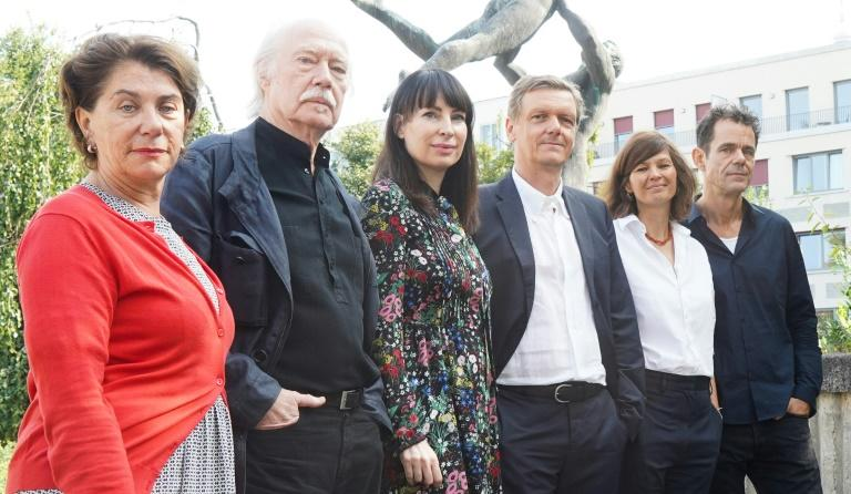 (L-R) Medienboard's Kirsten Niehuus, cameraman Juergen Juerges, Schinkel Pavillon curator Nina Pohl, Berliner Festspiele director Thomas Oberender, Susanne Marian of Phenomen Films and director Tom Tykwer pose at the presentation of DAU project in Berlin