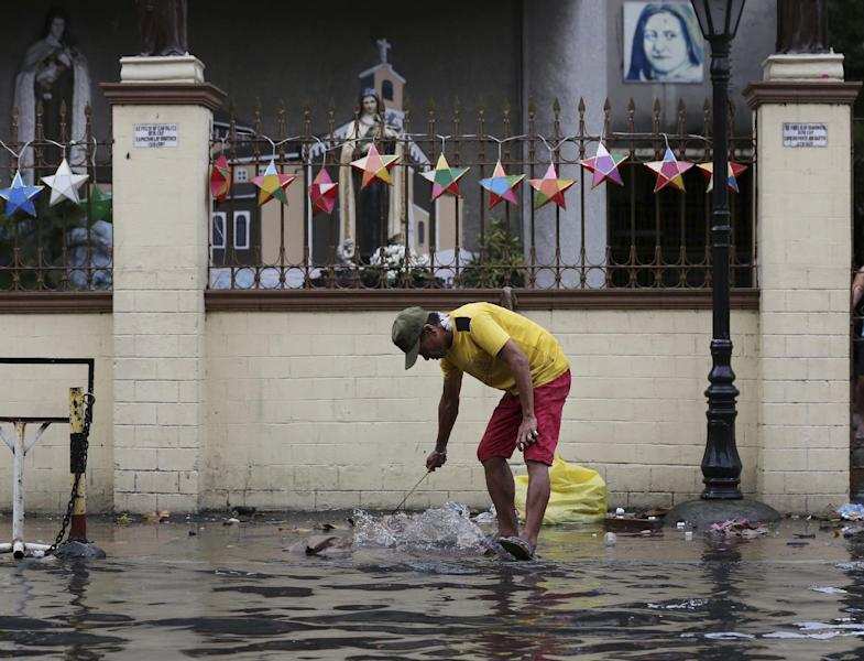Typhoon leaves 1 dead, messes up Christmas in Philippines