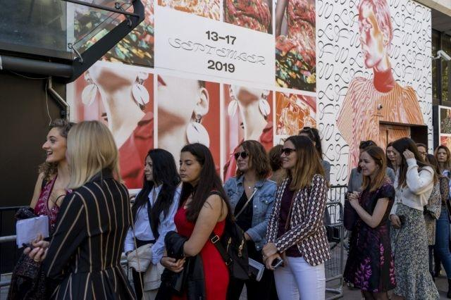 London Fashion Week opens the door -- a little -- to the public