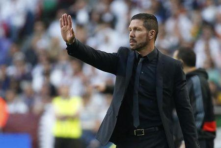 Atletico Madrid's coach Diego Simeone delivers instructions during their Champions League final soccer match against Real Madrid at the Luz Stadium in Lisbon May 24, 2014. REUTERS/Paul Hanna