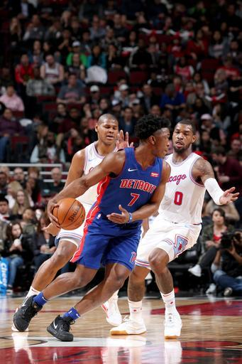 CHICAGO, IL - APRIL 11: Stanley Johnson #7 of the Detroit Pistons handles the ball against the Chicago Bulls on April 11, 2018 at the United Center in Chicago, Illinois. (Photo by Gary Dineen/NBAE via Getty Images)