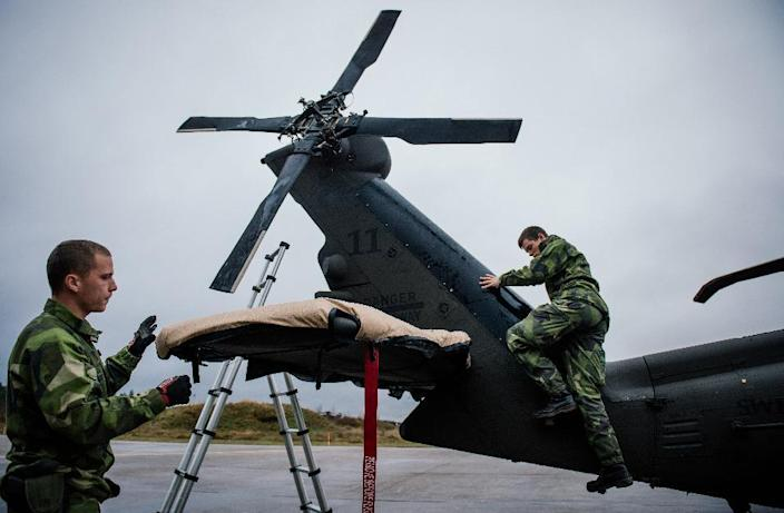 Soldiers from the Swedish Armed Forces prepare a Blackhawk helicopter at Hagshult Airbase near Malmo on November 6, 2014 (AFP Photo/Jonathan Nackstrand)