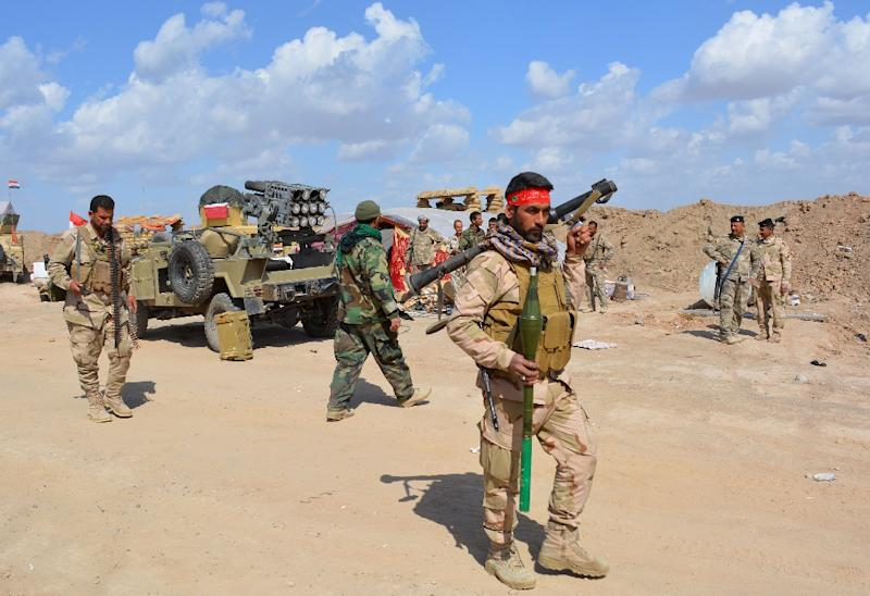 Some 30,000 Iraqi troops and militia are taking part in the offensive to retake the northern city of Tikrit from Islamic State militants on March 2, 2015 (AFP Photo/Younis Al-Bayati)