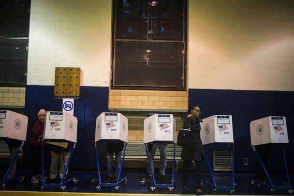 PHOTO: Voters cast their ballots aat a polling location in Brooklyn, N.Y., Nov. 8, 2016. (John Taggart/Bloomberg via Getty Images)