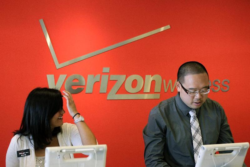 FILE- In this Tuesday, June 12, 2012, file photo, two Verizon workers take orders at a Verizon store in Mountain View, Calif. Verizon Communications Inc., parent of the country's largest cellphone carrier, on Thursday, July 19, 2012, said its net income rose 13 percent in the second quarter as its wireless arm pulled in record profits. (AP Photo/Paul Sakuma, File)