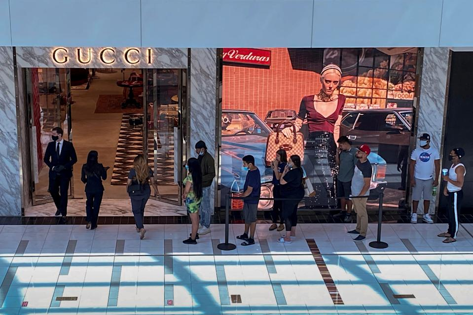 FILE PHOTO: Customers line up to enter a Gucci fashion store at the The Galleria shopping mall after the mall opened during the coronavirus disease (COVID -19) outbreak in Houston Texas, U.S., May 1, 2020. REUTERS/Adrees Latif