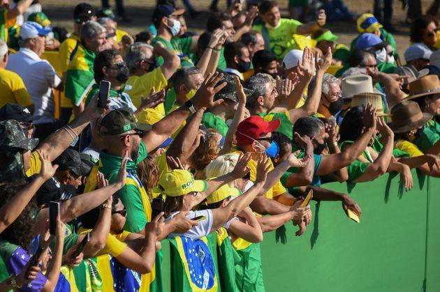 Supporters of Brazilian President Jair Bolsonaro attend the flag-raising ceremony at Alvorada Palace, during the Independence Day celebrations in Brasilia, on September 7, 2021. - Fighting record-low poll numbers, a weakening economy and a judiciary he says is stacked against him, President Jair Bolsonaro has called huge rallies for Brazilian independence day Tuesday, seeking to fire up his far-right base. (Photo by EVARISTO SA / AFP) (Photo by EVARISTO SA/AFP via Getty Images) (Photo: EVARISTO SA via Getty Images)