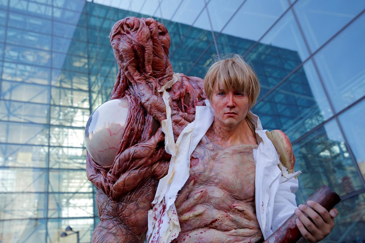 A man dressed as William Birkin from Resident Evil poses for photos at New York Comic Con in Manhattan, New York, U.S., October 7, 2016.  REUTERS/Andrew Kelly