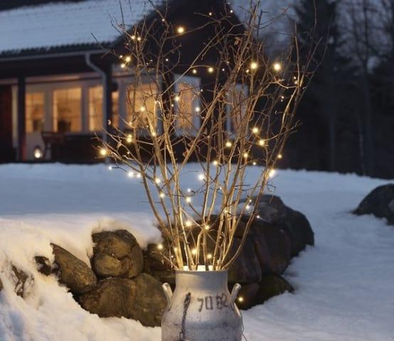 <p>'tis the season to sparkle, and for that we recommend this outdoor light set (in case you want to provide some glow to those garden shrubs and/or bushes), which could work just as perfectly indoors.</p><p>A timer and long, clear cable complete this must-have item for Christmas.</p>  Credits: homify / Garden Site