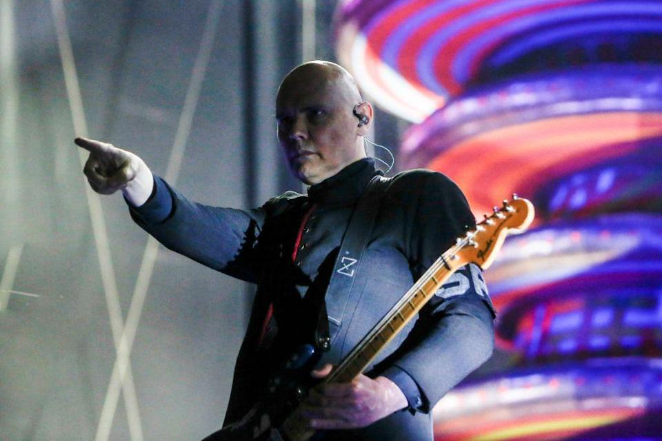 <p>The band broke up in 2000 after a farewell concert in Chicago. Frontman Billy Corgan and original Pumpkins drummer Jimmy Chamberlin briefly reunited for the group Zwan. Smashing Pumpkins started performing again in 2006 in various formations, always with Corgan at the helm. </p>
