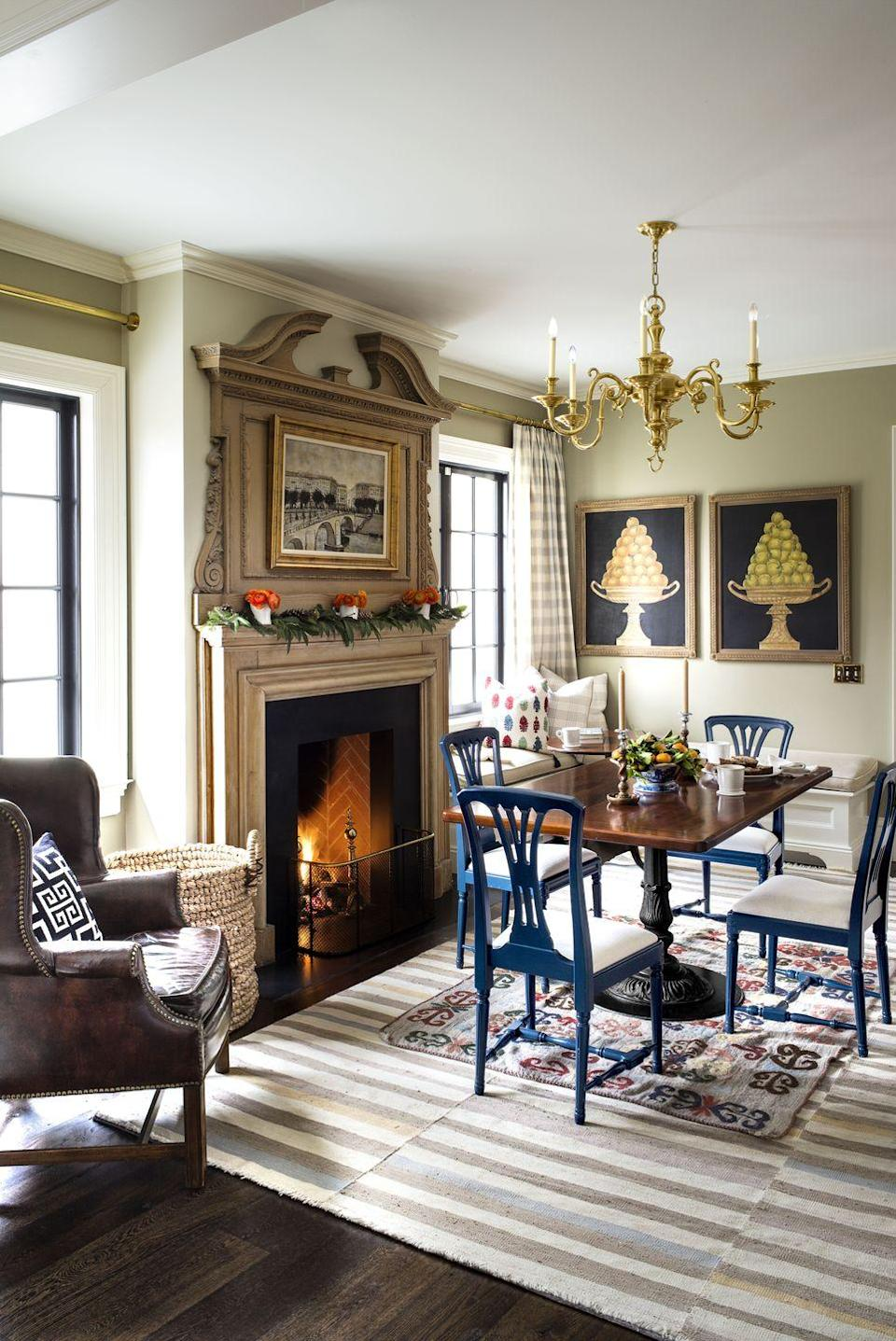 <p>You don't have to go bold to make a statement. This classic dining room with a simple garland on the mantle is insanely chic.</p>