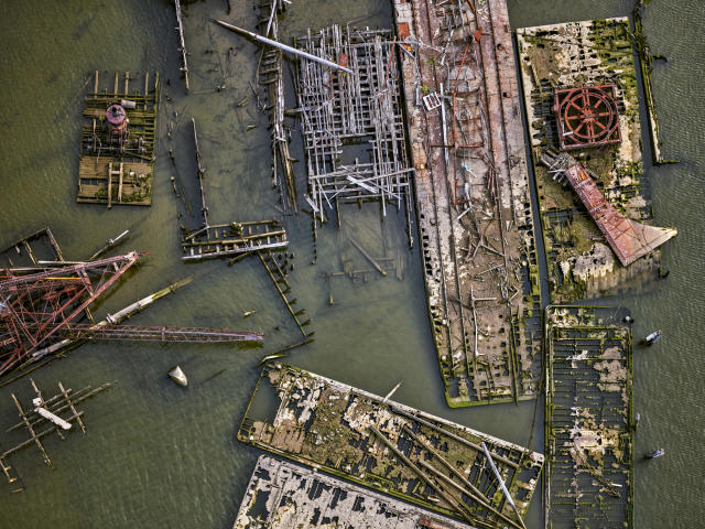 <p>Newark Bay, N.J. (© Jeffrey Milstein and courtesy Benrubi Gallery) </p>