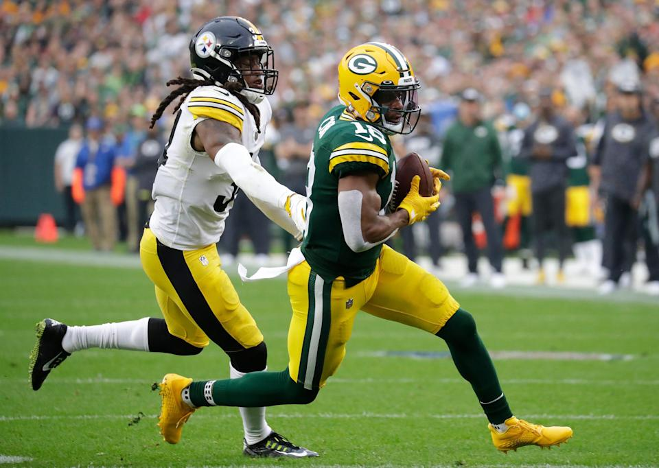 Packers wide receiver Randall Cobb scores a touchdown against the Steelers.
