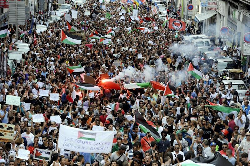 People take part in a demonstration in Marseille, southern France, on July 19, 2014, to protest against Israel's military campaign in Gaza and show their support to the Palestinian people (AFP Photo/Franck Pennant)