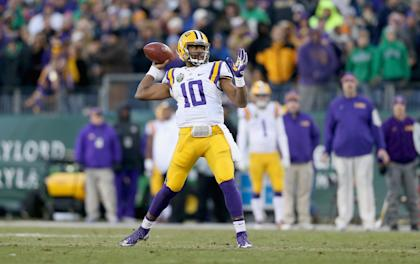 Anthony Jennings #10 of the LSU Tigers passes the ball against the Notre Dame Fighting Irish. (Photo by Andy Lyons/Getty Images)