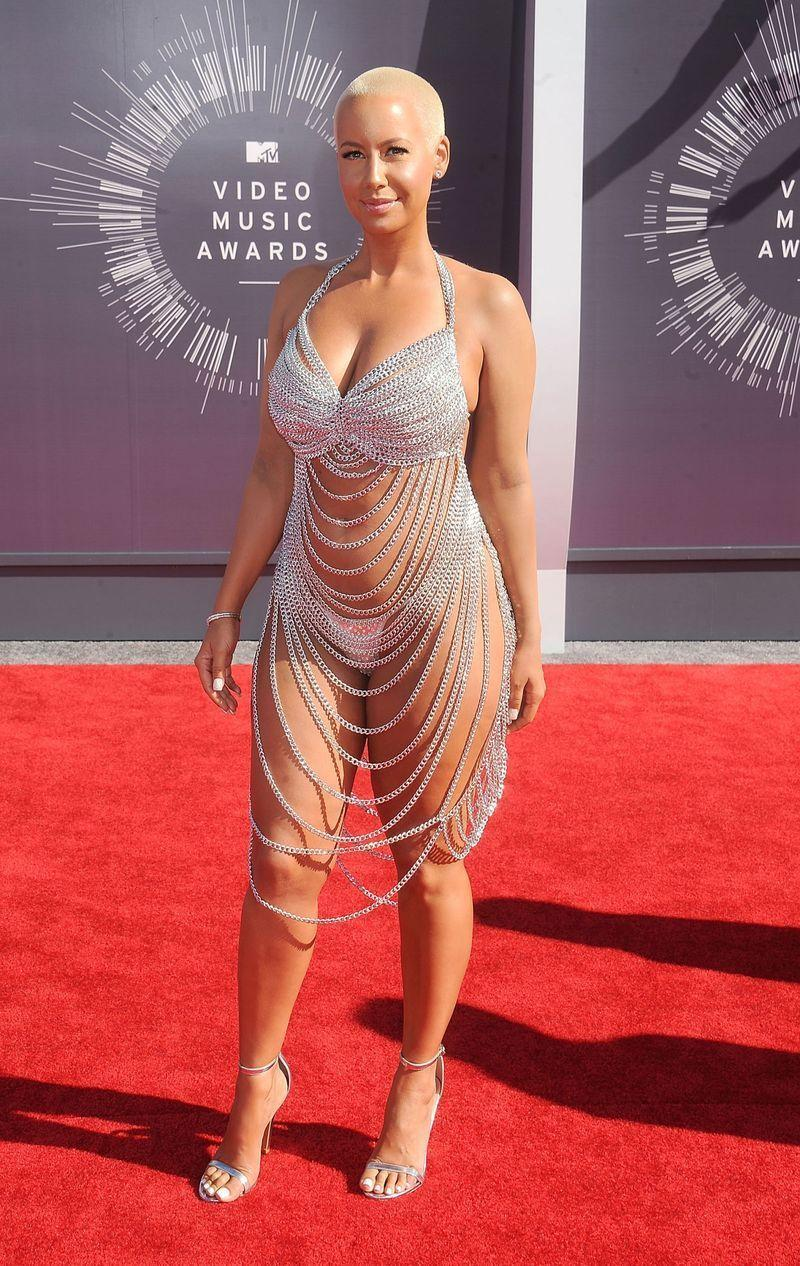 """<p>Amber Rose revealed <a href=""""https://www.mirror.co.uk/3am/celebrity-news/near-naked-amber-rose-leaves-little-4102667"""" rel=""""nofollow noopener"""" target=""""_blank"""" data-ylk=""""slk:on Twitter"""" class=""""link rapid-noclick-resp"""">on Twitter</a> that her 2014 MTV Video Music Awards silver chain dress was in fact, inspired by Rose McGowan's.</p>"""