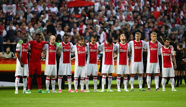 <p>Ajax players observe a minute of silence in tribute to the victims of the Manchester attack. Reuters / Michael Dalder Livepic </p>