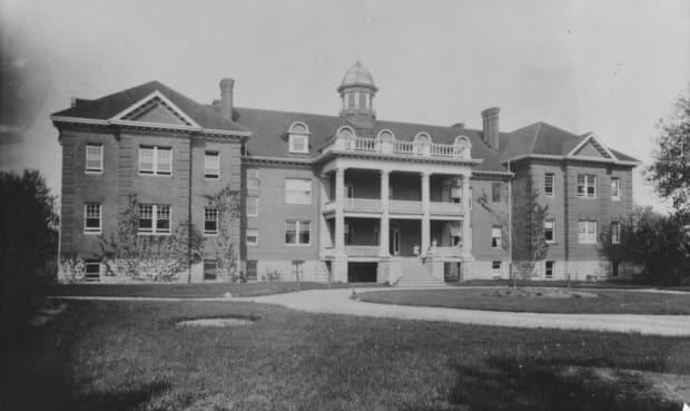 The former Mohawk Institute in Brantford, Ont., is shown in this undated photograph. Six Nations of the Grand River wants the property searched for possible burial sites.  (Canada Dept. of the Interior/Library and Archives Canada/PA-043613 - image credit)