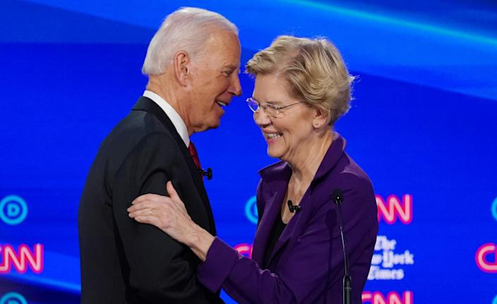 Democratic presidential candidate and former Vice President Joe Biden shakes hands with and hugs Senator Elizabeth Warren after a question about their ages during the fourth U.S. Democratic presidential candidates 2020 election debate at Otterbein University in Westerville, Ohio U.S., October 15, 2019. (Shannon Stapleton/Reuters)