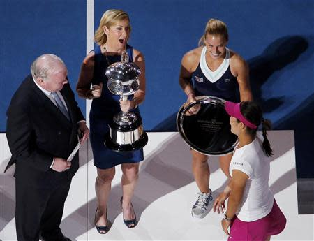 Australia and New Zealand Bank (ANZ) CEO Michael Smith (L) and Dominika Cibulkova (top R) of Slovakia look on as tennis great Chris Evert of the U.S. presents Li Na of China with the Daphne Akhurst Memorial Cup after she won the women's singles final match at the Australian Open 2014 tennis tournament in Melbourne January 25, 2014. REUTERS/Jason Reed