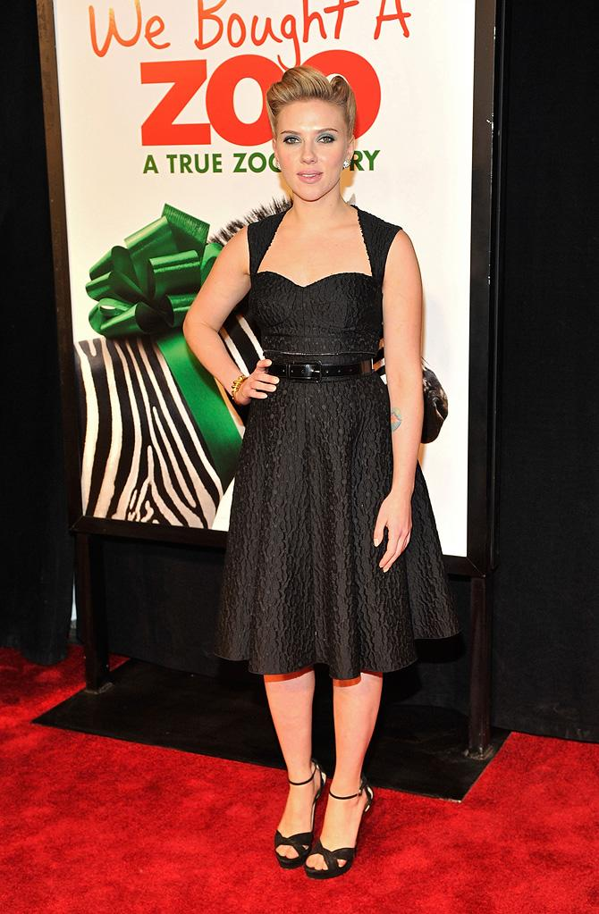 "<a href=""http://movies.yahoo.com/movie/contributor/1800022348"">Scarlett Johansson</a> at the New York premiere of <a href=""http://movies.yahoo.com/movie/1810164709/info"">We Bought a Zoo</a> on December 12, 2011."