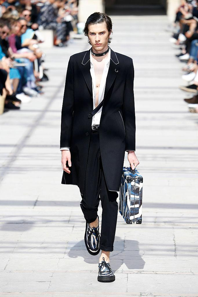 A model walks the runway in a choker during the Louis Vuitton Menswear Spring/Summer 2017 show at Paris Fashion Week. (Photo: Getty)