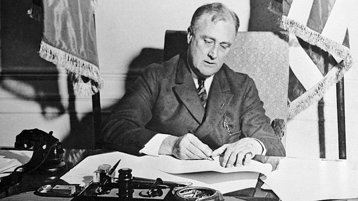FDR signs banking act