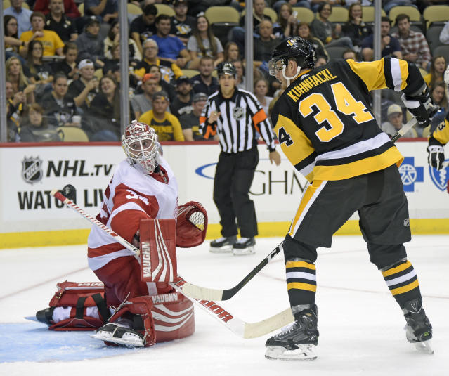 """<a class=""""link rapid-noclick-resp"""" href=""""/nhl/teams/det/"""" data-ylk=""""slk:Detroit Red Wings"""">Detroit Red Wings</a>' <a class=""""link rapid-noclick-resp"""" href=""""/nhl/players/3771/"""" data-ylk=""""slk:Jimmy Howard"""">Jimmy Howard</a> is penciled in as the starter, but there's always a chance <a class=""""link rapid-noclick-resp"""" href=""""/nhl/players/5114/"""" data-ylk=""""slk:Petr Mrazek"""">Petr Mrazek</a> steals the job. (AP Photo/Fred Vuich)"""