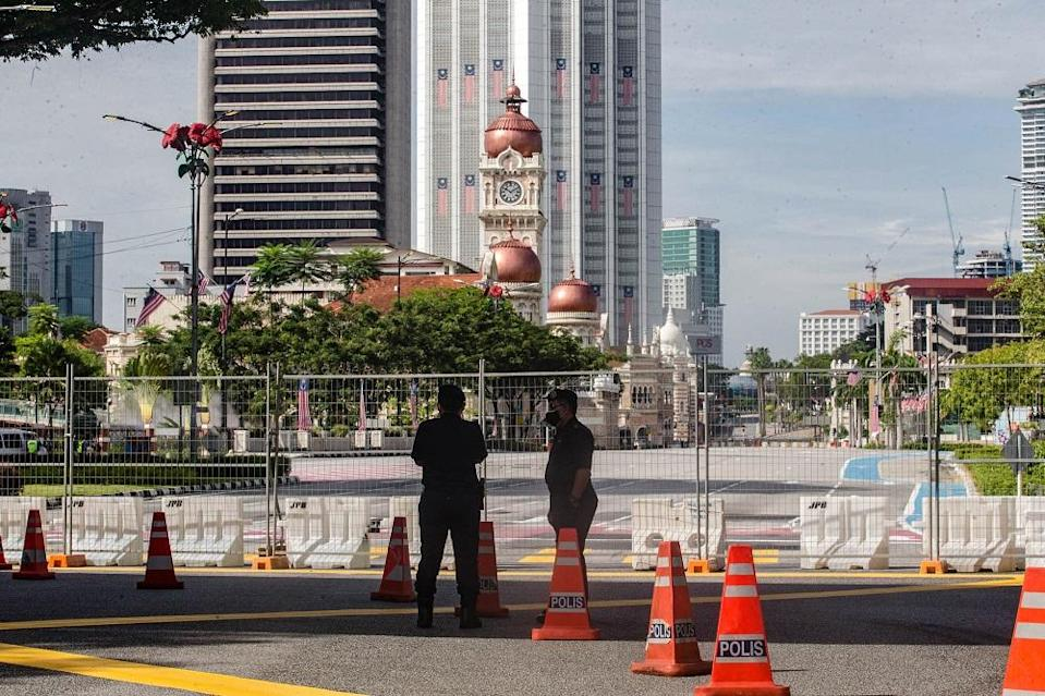 Police cordoned off entry into Dataran Merdeka in Kuala Lumpur August 21, 2021. ― Pictures by Firdaus Latif