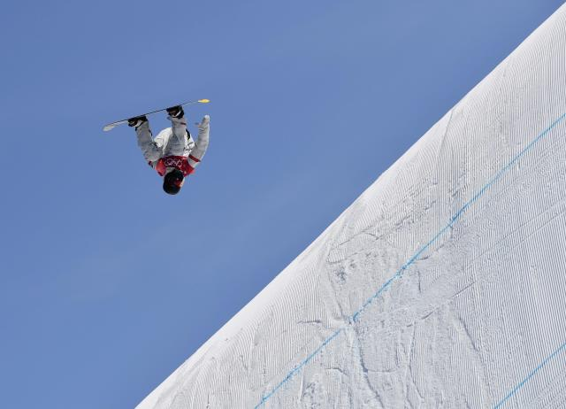Snowboarding - Pyeongchang 2018 Winter Olympics - Men's Big Air Qualifications - Alpensia Ski Jumping Centre - Pyeongchang, South Korea - February 21, 2018 - Kyle Mack of the U.S. competes. REUTERS/Toby Melville