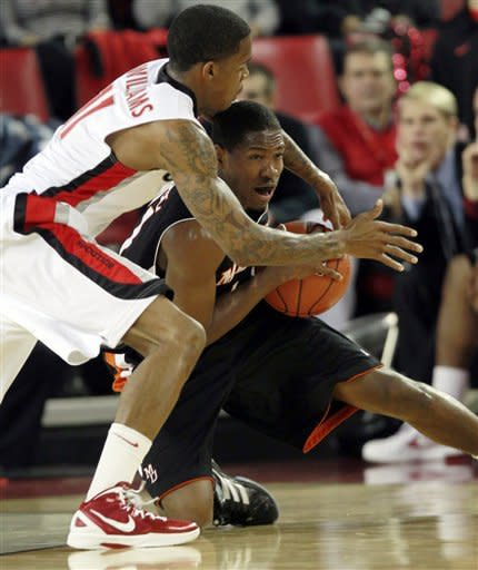 Georgia guard Vincent Williams (11) and Mercer guard Langston Hall (21) scramble for a loose ball in the first half of an NCAA college basketball game in Athens , Ga., Tuesday, Dec. 20, 2011. (AP Photo/John Bazemore)