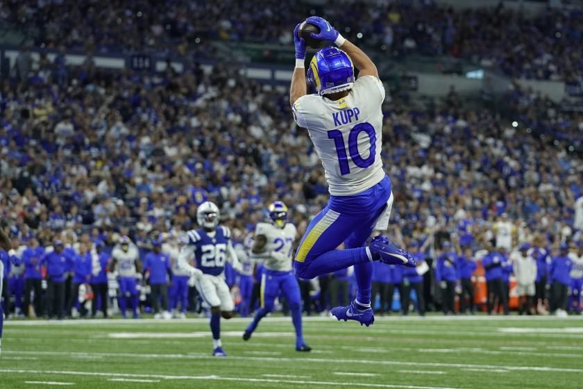 Los Angeles Rams' Cooper Kupp (10) makes a touchdown reception during the first half.