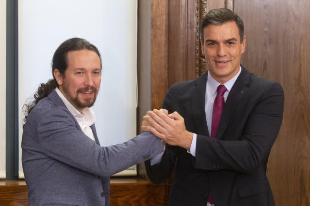 Pablo Iglesias y Pedro Sanchez (AP Photo/Paul White)