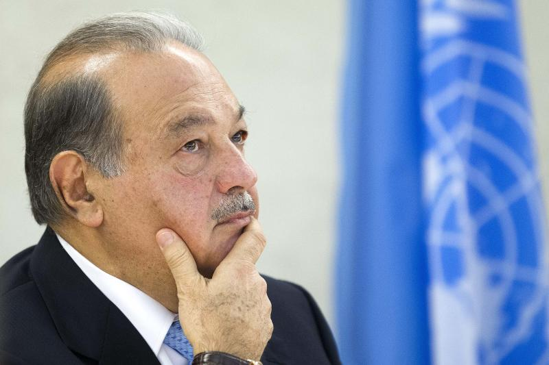 """Mexican Carlos Slim Helu, Founder of the """"Carlos Slim Foundation"""", who is  who is supposed to be the richest person in the world in 2012, waits, during the 7th edition of the Geneva Lecture Series on the theme of """"How are new technologies impacting business and changing the world"""" in the Human Rights room at the European headquarters of the United Nations in Geneva, Switzerland, Monday, June 11, 2012. (AP Photo/Keystone/Salvatore Di Nolfi)"""