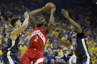 Toronto Raptors forward Kawhi Leonard (2) shoots between Golden State Warriors guard Klay Thompson, left, and center Kevon Looney (5) during the first half of Game 4 of basketball's NBA Finals in Oakland, Calif., Friday, June 7, 2019. (AP Photo/Ben Margot)