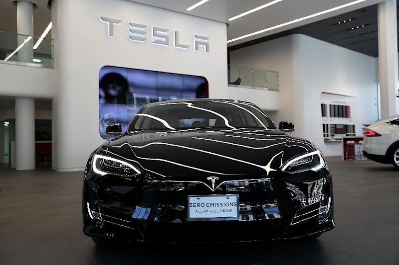 A Tesla Model S is displayed inside of the new Tesla flagship facility on August 10, 2016 in San Francisco, California