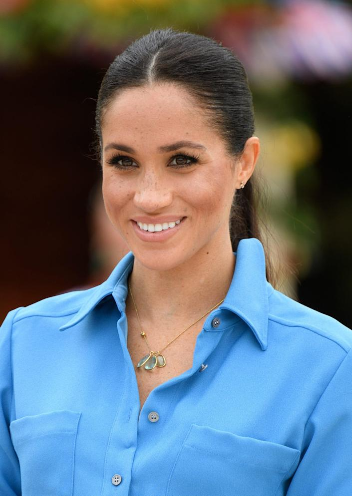 meghan markle pippa small necklace