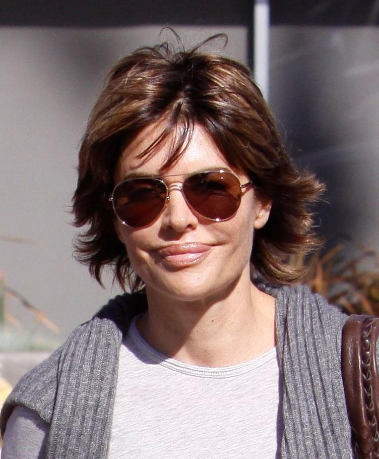 "We love us some Lisa Rinna (she should return to the ""Melrose Place"" reboot), but girlfriend needs to stop plumping those puckers! Lisa Rinna with her new lips hangs out with her daughter and a friend in Santa Monica. Nov 15 2009 X17online.com exclusive"