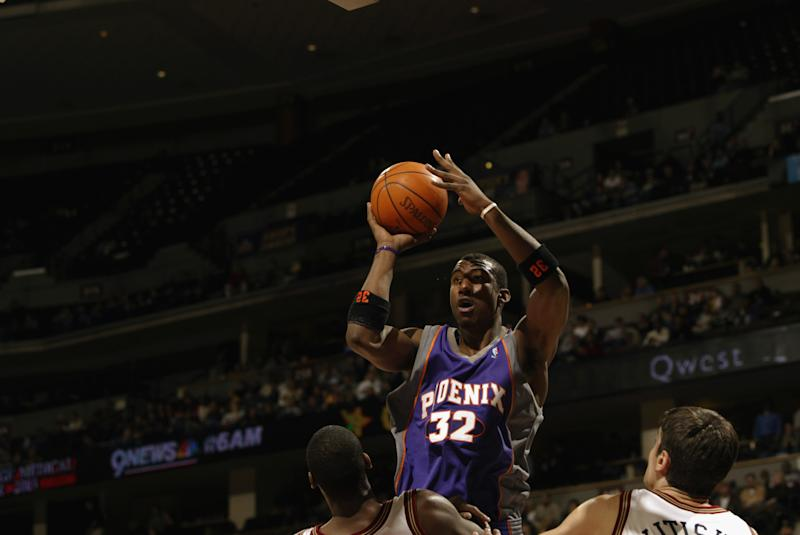 Amare Stoudemire中距離投籃。(Photo by Brian Bahr/Getty Images)