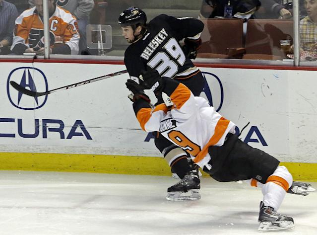 Anaheim Ducks left winger Matt Beleskey (39) and Philadelphia Flyers right winger Steve Downie (9) tangle in the first period of an NHL hockey game in Anaheim, Calif., Thursday, Jan. 30, 2014. (AP Photo)