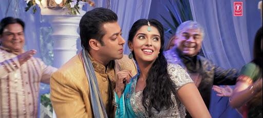 Its a dream of every actress in Tinsel town to work with the Khan-trio. Having debuted opposite one, Asin put a check mark against Salman Khan with the release of <em>Ready </em>in 2011. Bhai's movie opened to packed theaters with single screens and did an above average business worldwide. Asin had arrived in Bollywood.