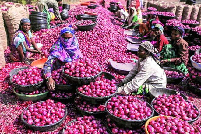 Commodities such as onion, primarily supplied from Nashik district of Maharashtra, recorded a uniform increase in price across the country because of disruptions in transportation last week.