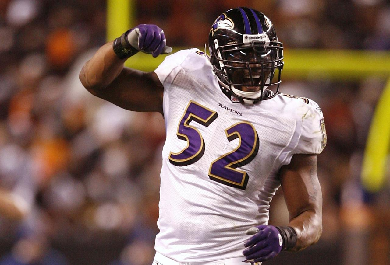 CLEVELAND - NOVEMBER 16: Ray Lewis #52 of the Baltimore Ravens celebrates a defensive stop in the third quarter against the Cleveland Browns at Cleveland Browns Stadium on November 16, 2009 in Cleveland, Ohio. (Photo by Matt Sullivan/Getty Images)